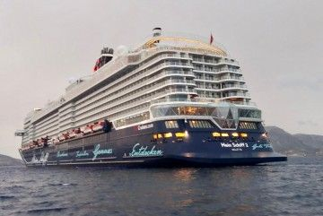 """El buque """"Mein Schiff 2"""", a su arribada esta mañana a Cartagena"""