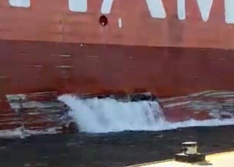 Se estima que tiene afectado uno de los tanques de lastre
