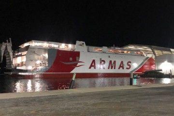 """Maniobra de puesta a flote del nuevo catamarán """"Volcán de Taidía"""""""