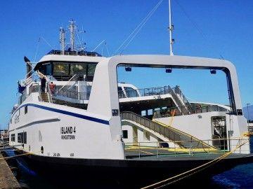 """El buque """"Island 4"""", atracado en el puerto de Santa Cruz de Tenerife"""