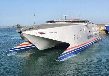 """El catamarán """"Condor Rapide"""" se encuentra en Vigo, para un lavado de cara"""