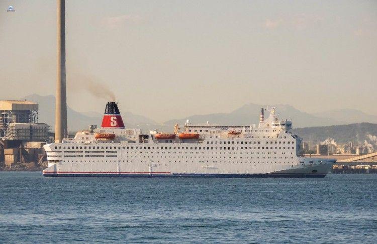 """El ferry """"Saga"""" navega de Gibraltar rumbo a Ancona"""