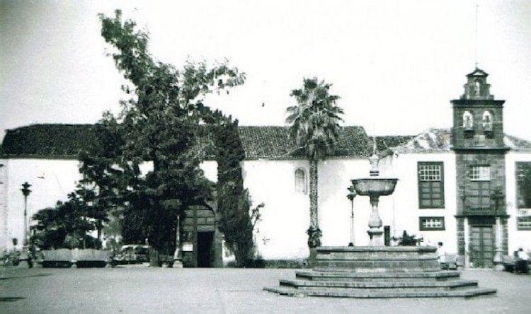 La antigua iglesia de Los Sauces y la fuente, ambas desaparecidas