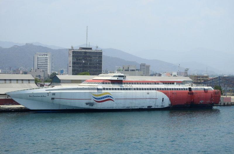 """El buque """"San Francisco de Asís"""", ex """"Federico García Lorca"""", amarrado en Puerto Cabello"""