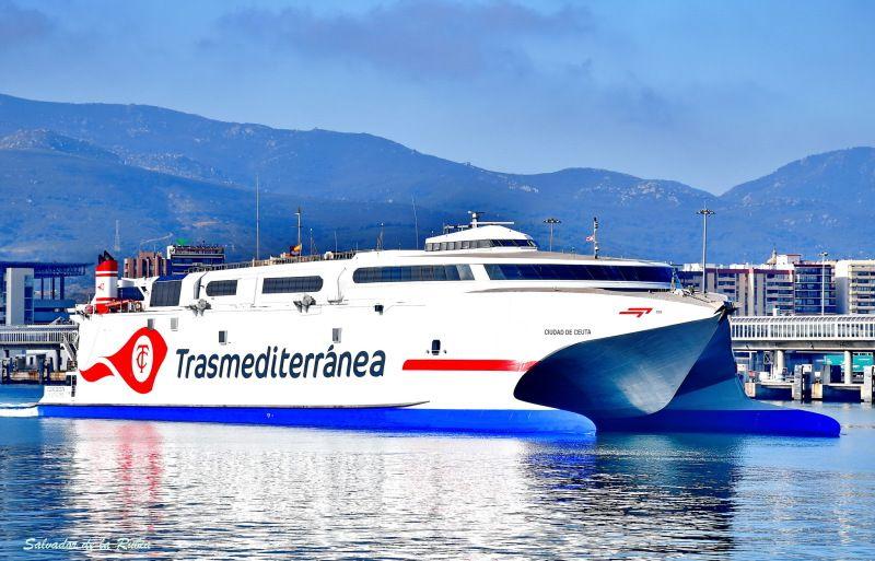 """El catamarán """"Ciudad de Ceuta"""", adscrito a la línea Algeciras-Ceuta"""