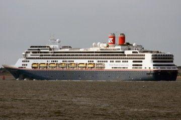 """El buque """"Borealis"""", a su salida por el río Mersey"""