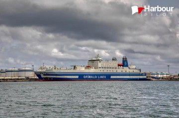 """El buque """"Euroferry Egnazia"""", atracado en el puerto de Valencia"""