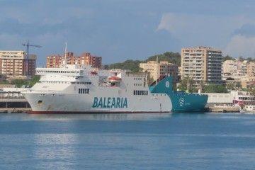 """El ferry """"Sicilia"""", atracado en el puerto de Palma de Mallorca"""