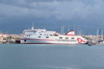 """El ferry """"Ciudad de Palma"""", atracado en el puerto de Palma"""