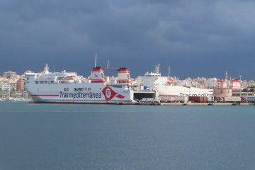 """Buque """"Ciudad de Mahón"""" en el puerto de Palma"""