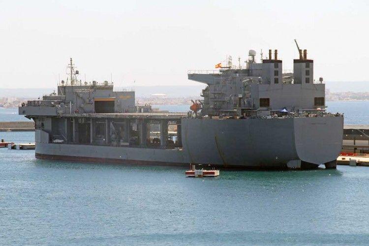 El diseño de este buque, según lo publicado parte de un petrolero mercante