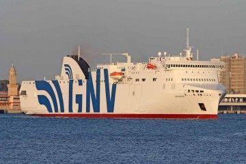 """El buque """"GNV Bridge"""", en el puerto de Palma de Mallorca"""