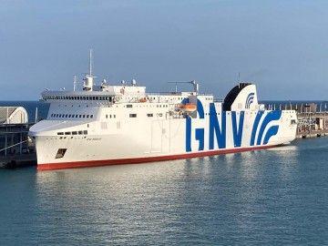"""El ferry """"GNV Bridge"""" ya se encuentra en el puerto de Barcelona"""