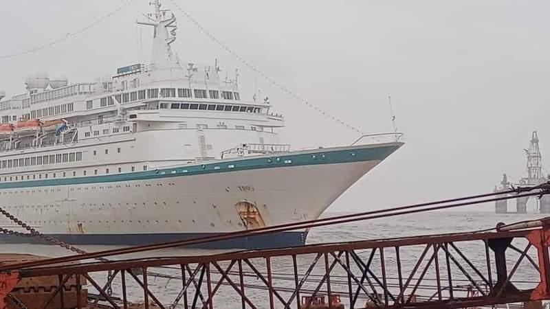 """El buque """"Tros"""", ex """"Albatros"""", varado para desguace en Alang (India)"""