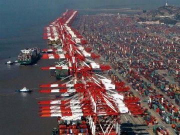 Vista parcial del puerto de Shanghai