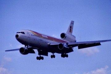DC-10 de Iberia EC-CSK en corta final en el aeropuerto de Heathrow
