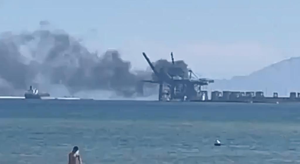 El incendio ha provocado una densa columna de humo