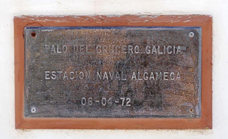 Placa conmemorativa del mástil de la estación naval de La Algameca