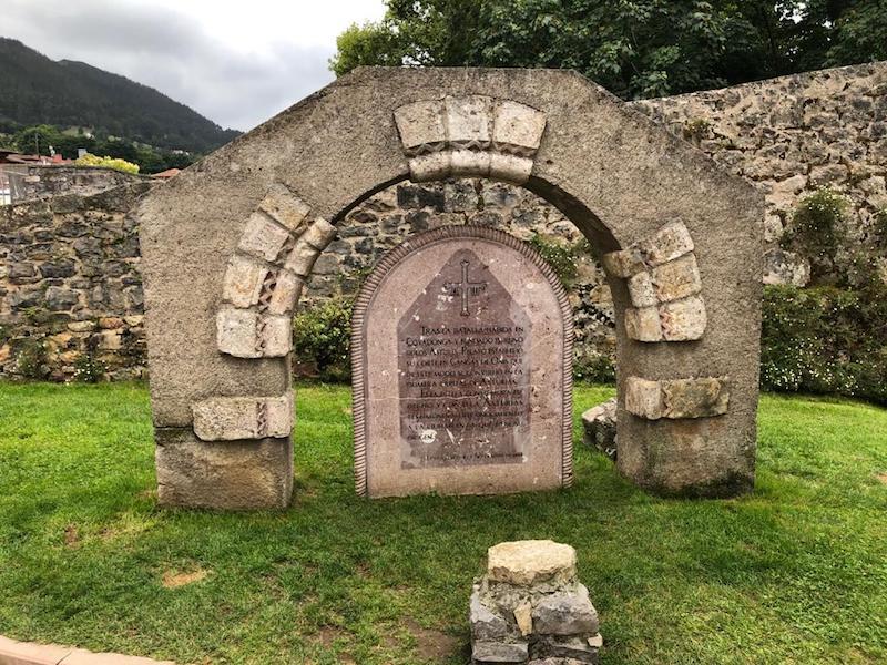Estela conmemorativa de la batalla de Covandonga