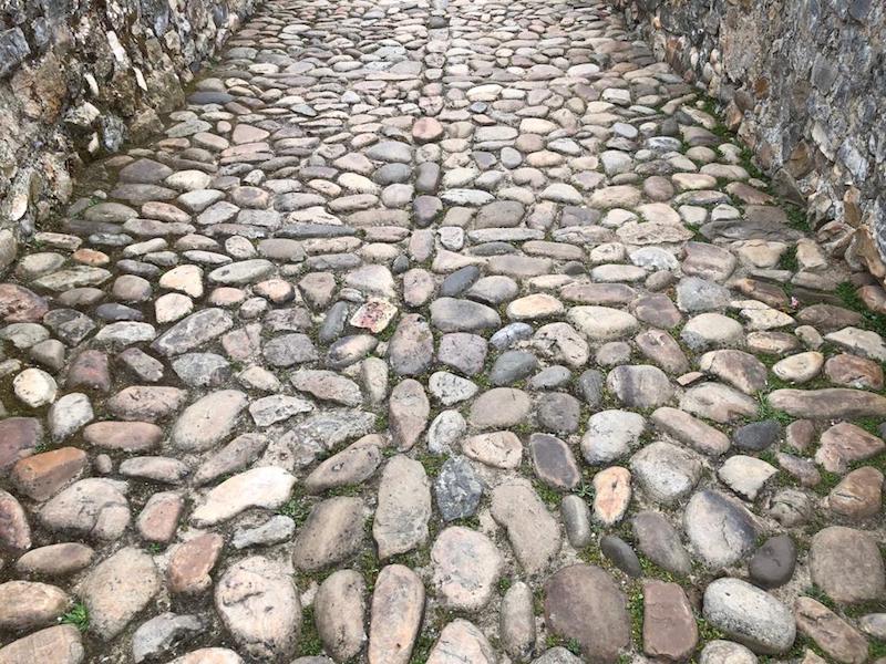 Pavimento de la calzada del puente romano de Cangas de Onís