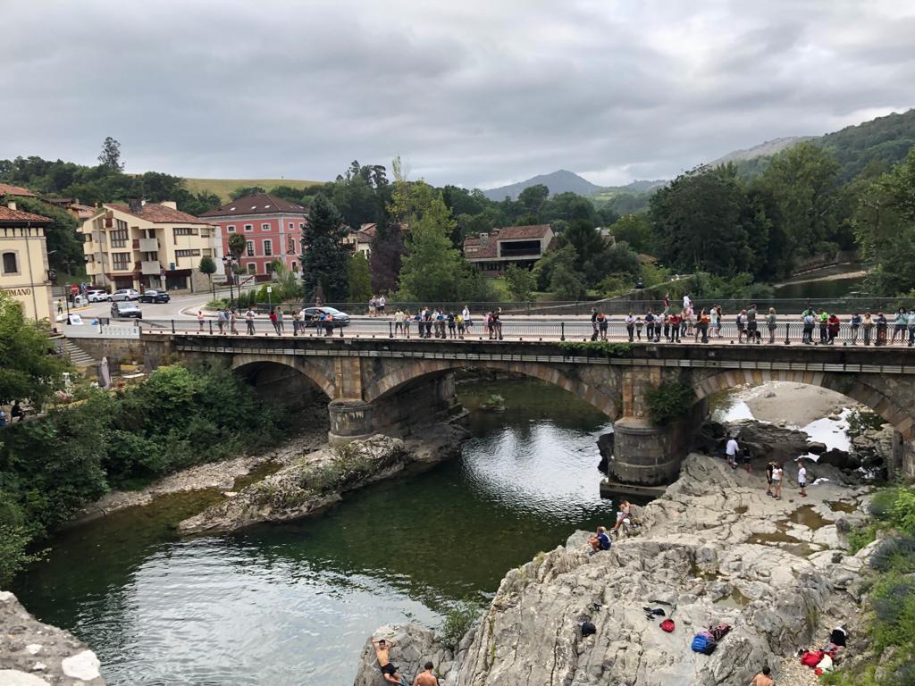 El puente actual sobre el curso del río Sella
